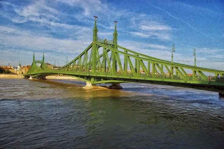 Budapest, Szabadság híd, Duna: 891 cm (2013júniusa) - a valaha volt legmagasabb (jégmentes) vízállás