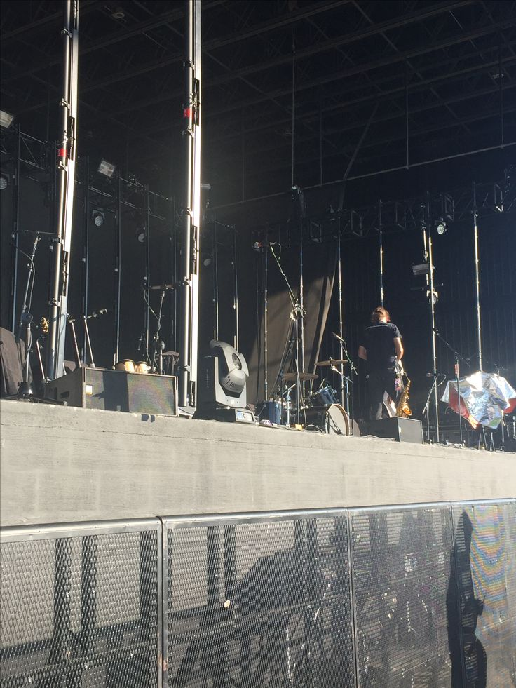 THIS IS HOW CLOSE WE ARE IM SHAKING (PARAMORE CONCERT)