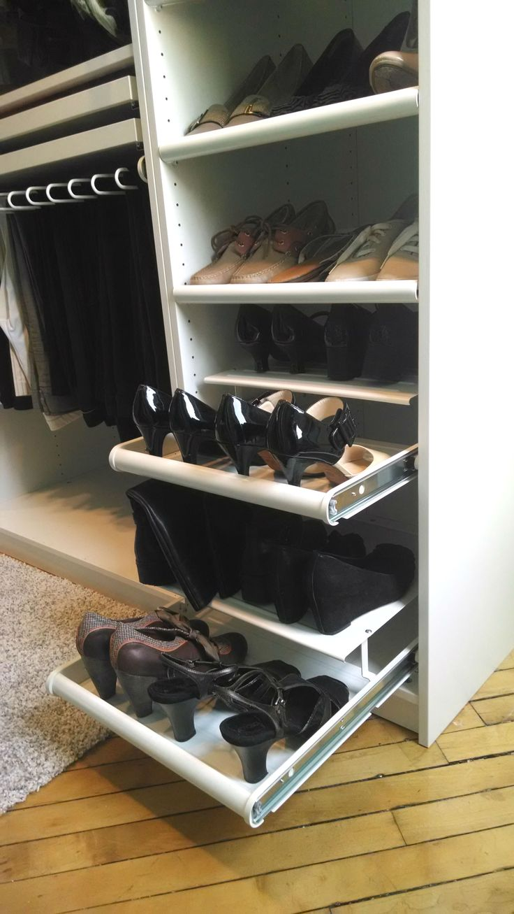 Don't dig for your shoes in the back of a dark closet – with KOMPLEMENT shoe holder, your footwear is in clear view for your morning or evening plans!