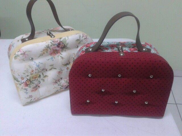 Maletas confeccionadas pelas alunas em aula de maletas