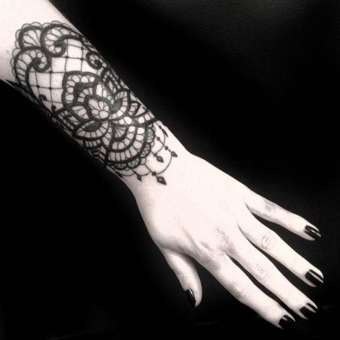 Les 25 meilleures id es de la cat gorie tatouage baroque - Tatouage mandala femme avant bras ...