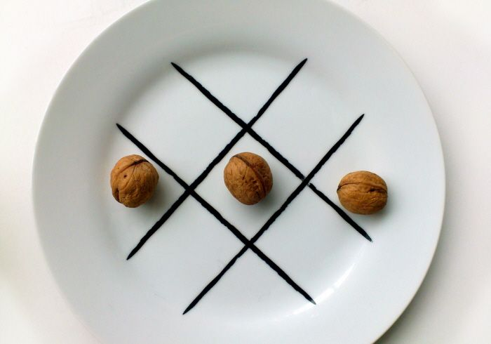 Simple decal on the plate, to always have the simplest game under the hand, especially when dinner turns out to be really boring.