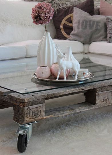 #LovetheLook: Pallets Coffee Tables, Idea, Living Rooms, Memorial Tables Pallets, Wooden Pallets, Wheels, Pallets Tables, Wood Pallets, Old Pallets