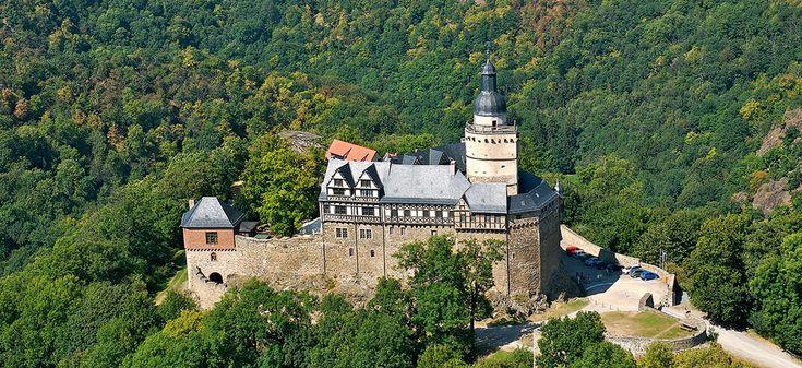 Die Burg Falkenstein an der Straße der Romanik