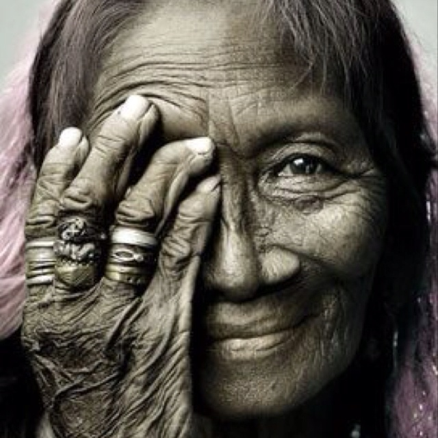 """""""People who shine from within don't need the spotlight."""" I find something interesting about this photo.: Old Age, Inspiration, Old Lady, American Indian, Real Beautiful, Photo, Tear Of Joy, Eye, Native American"""