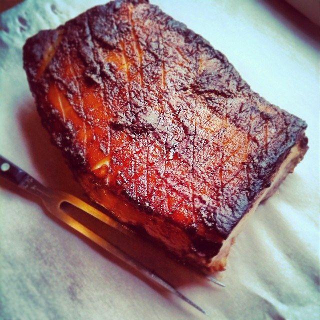 Een heerlijk recept van Hielke van Sevenofakind.nl:Zeeuws buikspekuit eigen oven! Maak de uien en de knoflook…