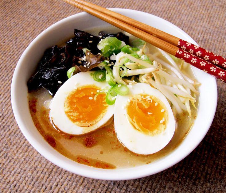 tonkotsu ramen noodles images