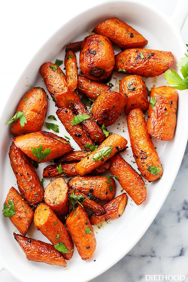 Garlic Butter Roasted Carrots - Ridiculously easy, yet tender and SO incredibly delicious roasted carrots with garlic butter. #Carrots #Roasted #Garlic