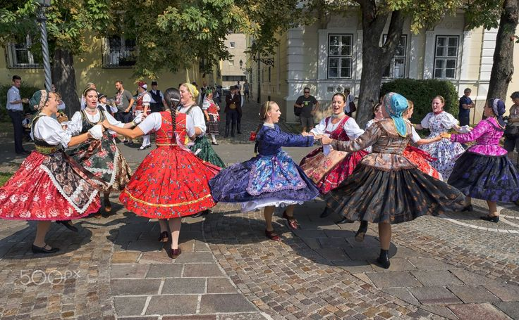 Hungarian women dancing(DSCF3251-2.jpg) - Hungarian women dancing & singing in traditional clothes during wine festival held in September in Budapest.
