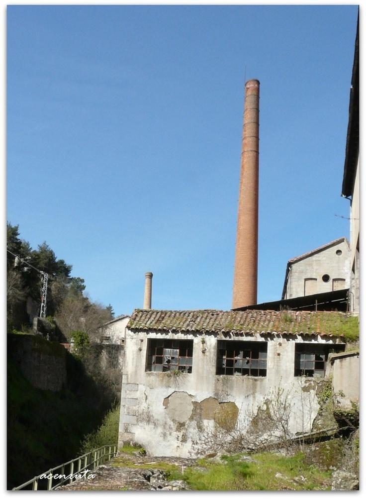 Ruta de la f bricas textiles impresionantes chimeneas de for Fabrica de chimeneas