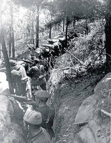 """Spain - 1936. - GC - Trinchera del """" Cinturón de Hierro """" en el frente de Bilbao."""