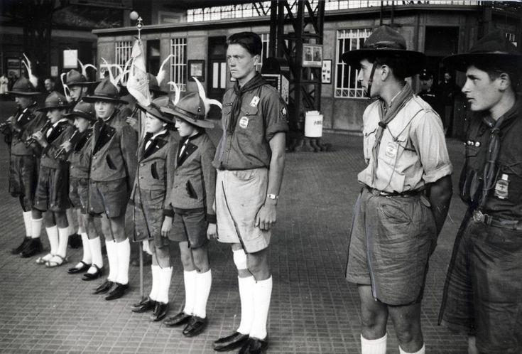 küldöttség várja a magyar cserkészeket, akik az 5. Nemzetközi Cserkész Világtalálkozó (Jamboree)-ra tartva, útjukat megszakítva, meglátogatják az osztrák cserkészek jubileumi táborát.