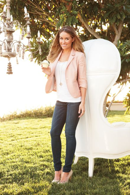 if I could wear skinny jeans, i would love this outfit. do love the pink blazer though