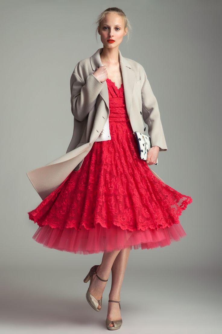 Coat Joseph, 23 390 CZK Dress Olvi's, 30 690 CZK Clutch Barbara Rihl, 3690 CZK Shoes Mellow Yellow, 4890 CZK