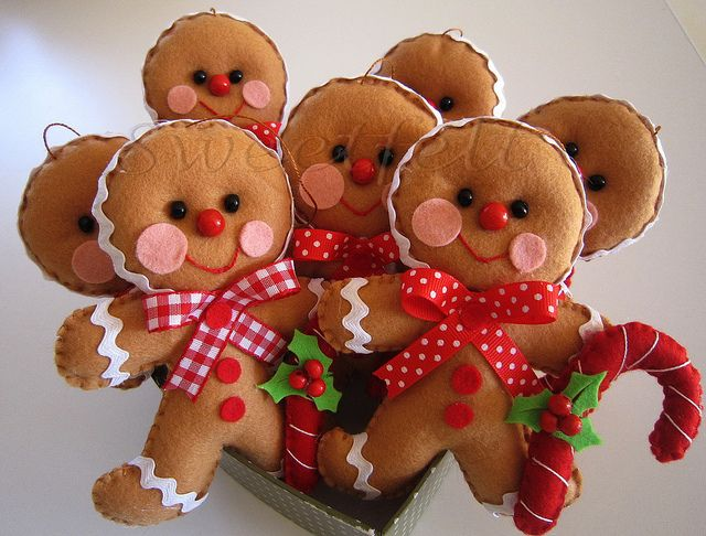 ♥♥♥ Gingerbread man... by sweetfelt \ ideias em feltro, via Flickr