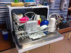 A Wy zmywacie ręcznie, czy używacie zmywarki? :-) http://bankuje.pl/zmywanie-reczne-zmywarka-jest-oszczedniejsze/