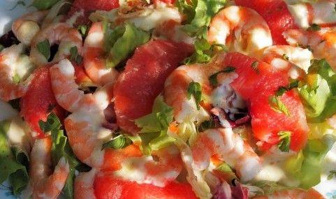 L'insalata di pesce al pomelo è un antipasto di pesce facile e veloce da realizzare, l'insalata di gamberi e polpa di granchio verrà condita con una ...