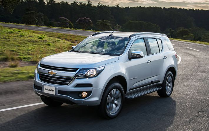 Download wallpapers Chevrolet Trailblazer, 2018, 4k, silver Trailblazer, new cars, SUV, American cars, Chevrolet