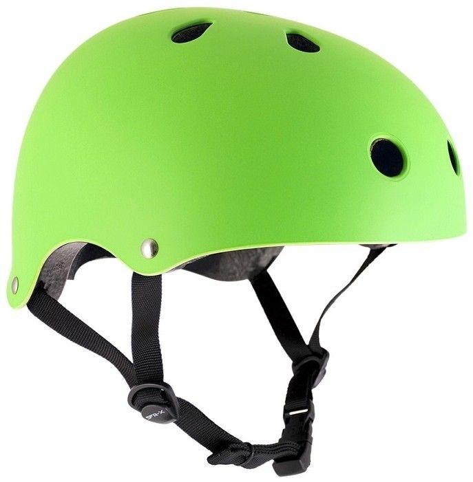 De SFR Essentials skatehelm: een helm met goede pasvorm. Wordt geleverd met padding in 2 verschillende maten, zodat je die maat kunt kiezen die het beste past en de meest veilige pasvorm geeft. Kleur: Mat Groen Maat: 49 / 52 cm Materiaal helm: ABS Ventilatie:Verschillende openingen aan de bovenkant en achterkant van de helm zorgen dat frisse lucht de helm binnenkomt zodat het hoofd niet te warm wordt. Uitwasbaar: De binnenstukken van de helm zijn los te maken d.m.v. klittenband zodat deze…