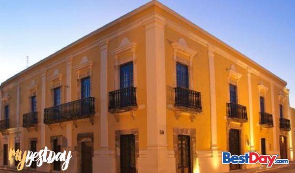 Ubicado a pasos de la catedral de Campeche, en el centro histórico de este bello puerto, se encuentra el Hotel Plaza Colonial. Con tan sólo 41 acogedoras habitaciones, este hotel es perfecto para relajarse y descansar en un cálido ambiente, al tiempo de cumplir con tu agenda laboral ya que cuenta con piscina al aire libre, centro de negocios, acceso a Internet y servicios a cuartos, entre otros. #MyBestDay