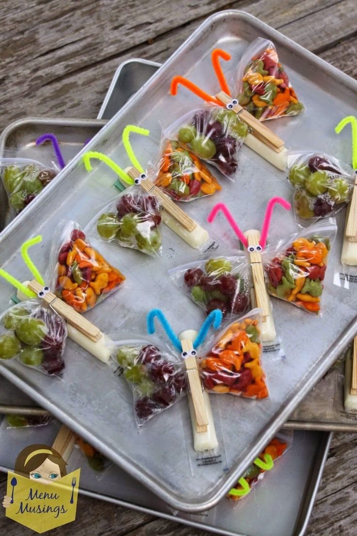 Kids will actually want to eat fruit with this genius trick. Fill a Ziploc bag with grapes and goldfish crackers, and attach a wrapped piece of string  cheese onto a clothespin before creating an adorable butterfly out of a few cheap materials.  Get the tutorial at Menu Musings.