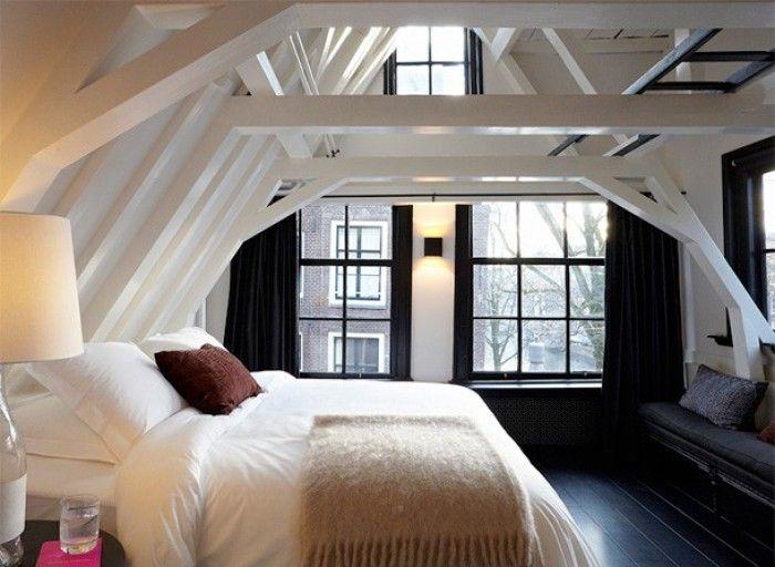 slaapkamers  mooie zolderkamer, zwarte vloer kozijnen, rest wit ...