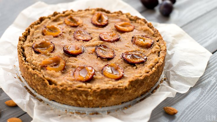 Vegan almond tart with plums