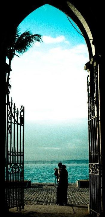 """Ilha Fiscal, Baía da Guanabara ( ao fundo Ponte Rio-Niterói) - Rio de Janeiro - Brasil.  """"Cenário do Último Baile do Império, dias antes da Proclamação da República."""" http://pt.wikipedia.org/wiki/Ilha_fiscal"""