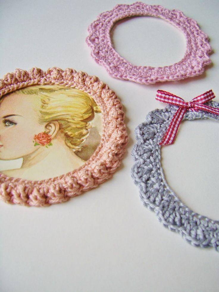 Three free crochet patterns for photo frames by @sillyoldsuitcase #free #crochet #pattern #crochetpattern