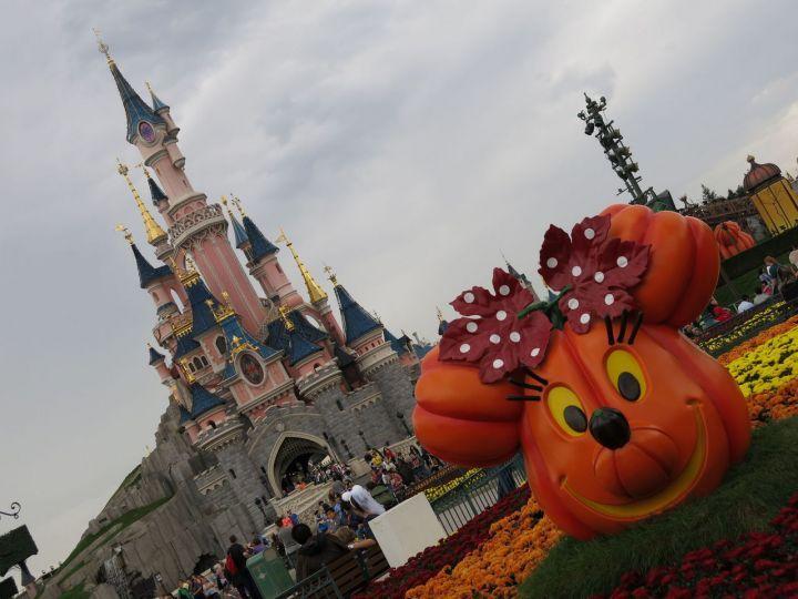 Disneyland Paris se pare des couleurs d'Halloween -