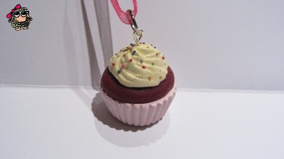 Sweet Red Velvet Cupcake (Pendant) · By Nhani www.artesanio.com/nhani-complements-artesanals