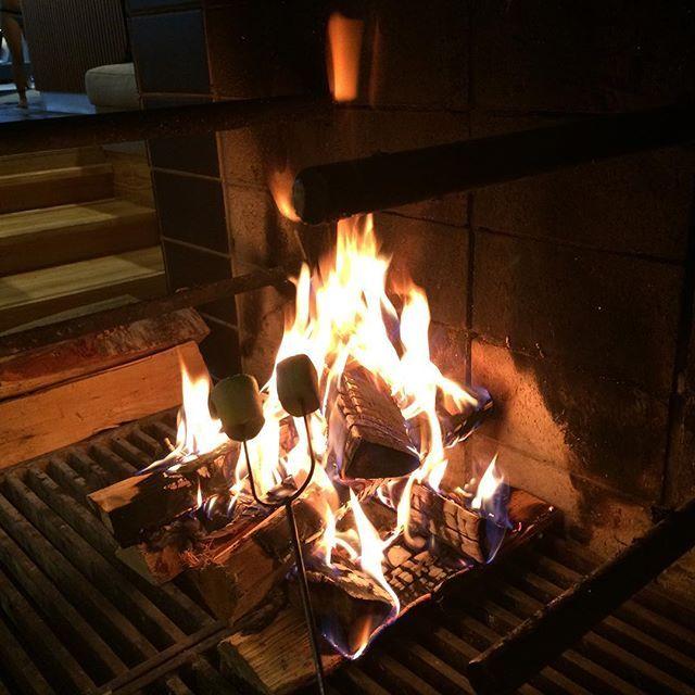 #grillattuvaahtokarkki#roastmarsmallows#happyanniversaryday#3yearstogether❤️#spahotel#Långvik#lifeissuperwonderful#loveisintheair💕 🍾🍡🏊🏻🛀 #langvikhotel