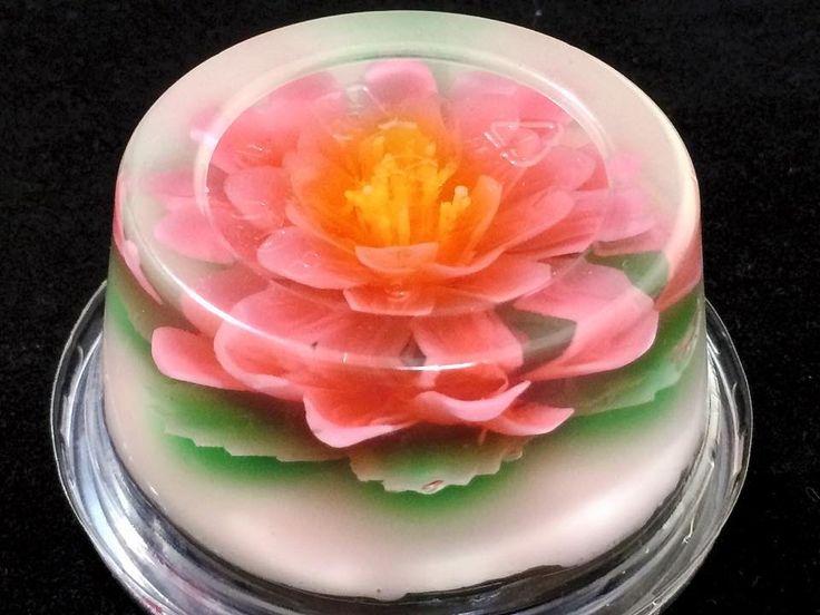 Flower Jelly Gelatina Artistica Hoアガーベースの中に 杏仁豆腐液に色をつけて 今回は注入しています。 杏仁豆腐は 市販のインスタント!そこにアガーも少し混ぜて とろみをつけて注入することで くっきりした花を作ります。 注入するものは ババロアやミルクプリンなども使えます。 Coo...