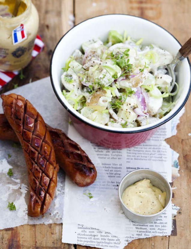 En god och hemlagad potatissallad sitter aldrig fel!