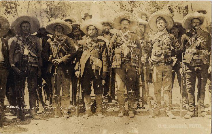 Панчо Вилья со своими офицерами