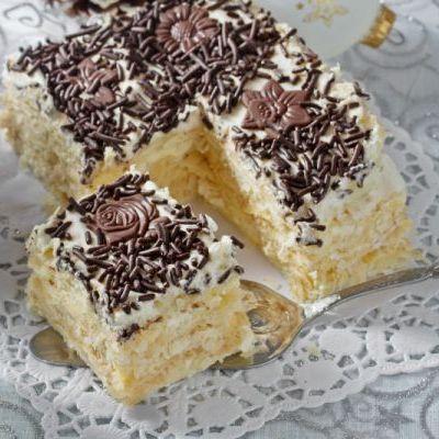 Prăjitură Albă ca zăpada cu crema de vanilie | Retete.HappyChef.ro