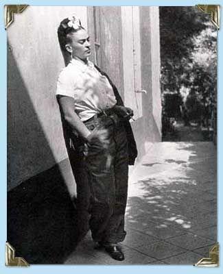 Frida leans on wall, Coyoacán  1939-40: Kahlo Photo, Diego Rivera, Emmy Lou, Frida Photos, Fridakahlo, Artist, Lou Packard, Frida Khalo, Frida Kahlo