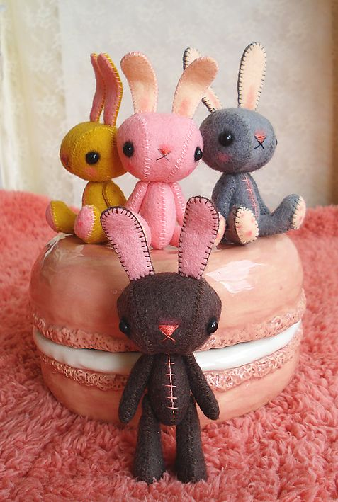 perfect for Easter.....(perfect ALL YEAR round! i LOVE these bunnies!)....