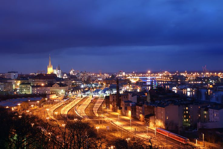 Szczecin by night: railway station at the front