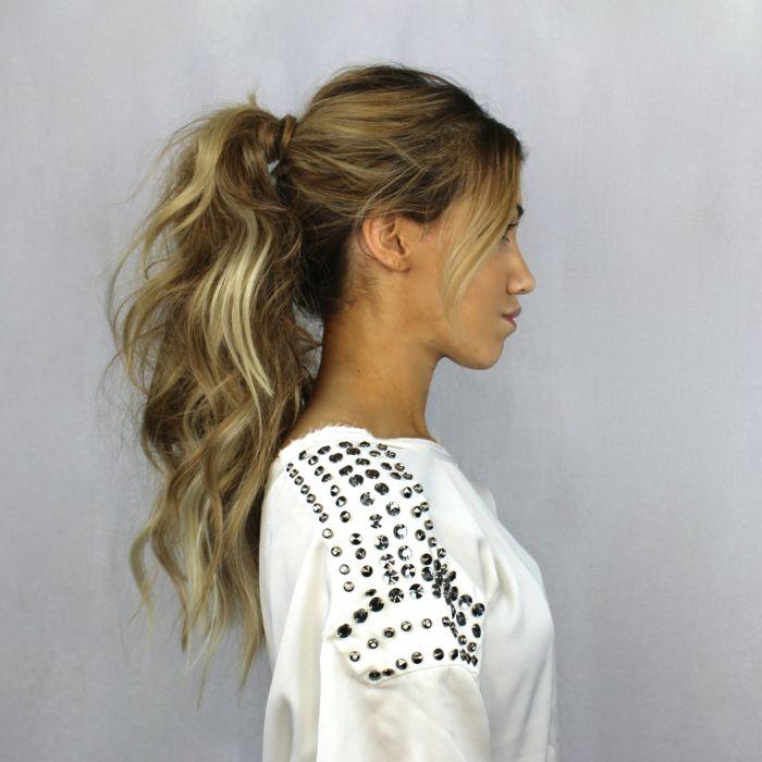 moderne frisuren langes blondes haar wellig pferdeschwanz