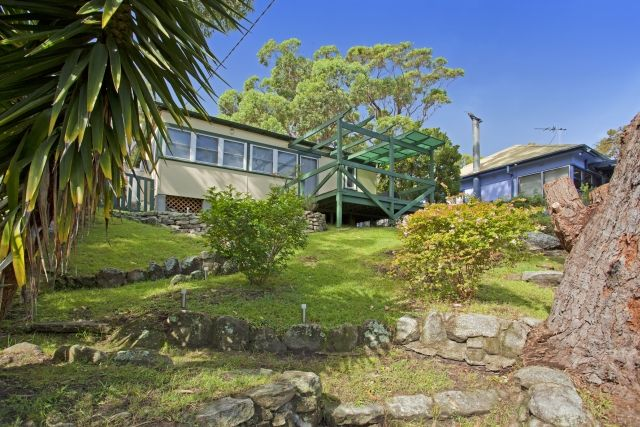 Beach house Escape-holiday rental. Call 9527-7733 to book. View on bundeenarealestate.com.au or email rentals.bundeena.nsw@raywhite.com