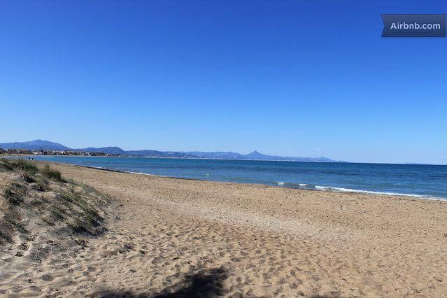 Dénia cuenta con largas y extensas playas de arena