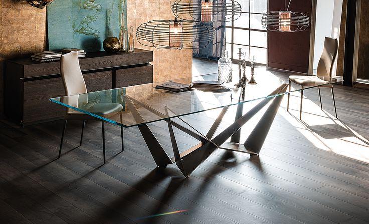 Table with transparent varnished metal base (OP0), orange fluo (FL64), white…