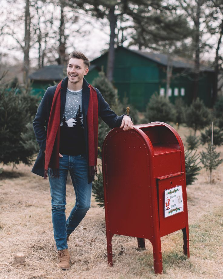 Dressed in style and a smile to deliver my letter to Santa. Here's hoping my festive @oldnavy look will impress him and his elves so that I don't end up with coal! #ad #MakeYouSmileStyle #HoliYAY #OldNavyStyle
