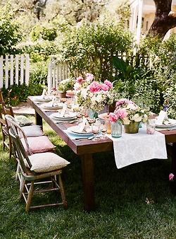 Een mooi gedekte tafel zorgt voor een extra feestelijk gevoel!