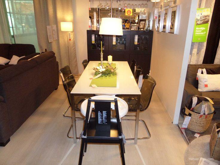 Gri Siyah Yemek Odası  Beyaz cam-krom kaplama yemek masası, gri-krom kaplama sandalyeler ve siyah büfeden oluşan modern sade yemek odası takımı. Yemek odası için ayrılan alanız küçükse ve çekirdek aileyseniz uygun bir ürün.   Yemek Masası Beyaz cam-krom kaplama renklerinden oluşan, 4-6 kişilik yemek masası. Masa i ... http://www.yemekodasi.com/gri-siyah-yemek-odasi/