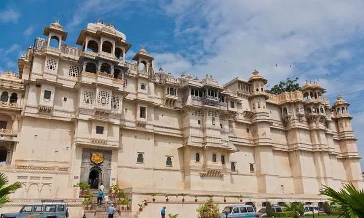 Palace Tour:Possibly the one thing that makes it to most travelers' list of top things to do in Udaipur, a tour of the City Palace is a must for anyone who visits Udaipur. The daunting complex is peacefully located, right on the banks of the Lake Pichola.