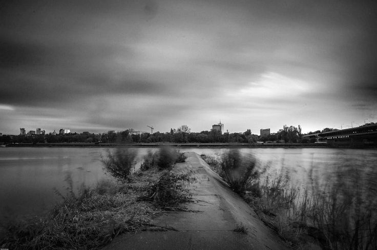 Drżenie (trembling). #warszawa #warsaw #poland #polska #poland #vistula #longexposure #blackandwhite #czarnobiale #instagood #city #miasto #street #river #streetart #art #architecture #travel #trip #traveler #minimal #instagrampl #monochrome #sky #longexpo #clouds #warsaw_impressions #nikon #welding #outumn