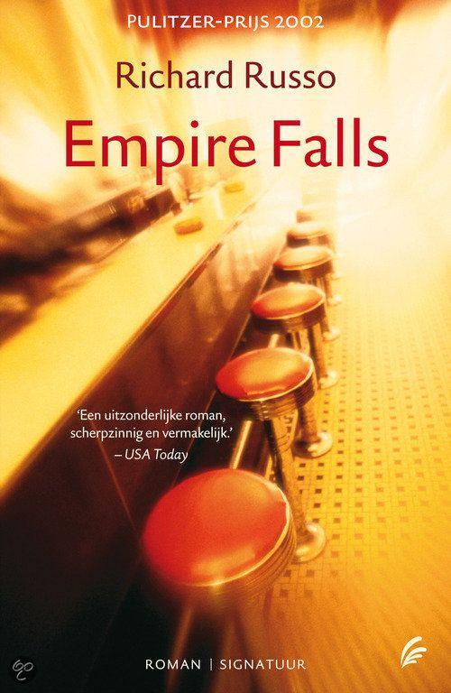 EMPIRE FALLS - Richard Russo    Het stadje Empire Falls in Dexter County, Maine, heeft betere tijden gekend. De hout- en textielindustrie die het kloppende hart van het dorpje vormden, zijn doodgebloed. Hier werkt Miles Roby al twintig jaar lang in de Empire Grill. Samen met andere inwoners van Empire Fall blijft hij hopen - tegen beter weten in - dat het tij zal keren.     Empire Falls is een prachtige tragikomedie die bevolkt wordt door een bont gezelschap van onvergetelijke personages.