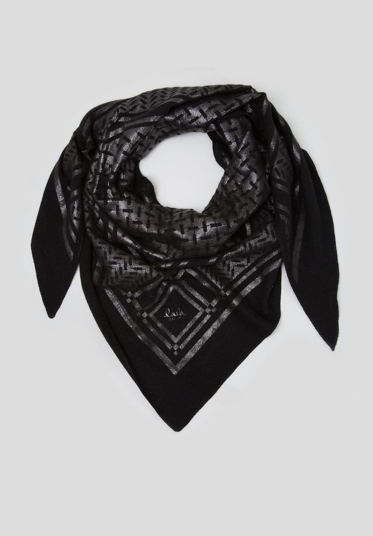 Triangle Neo Black Foil is part of our exclusive Kufiya Noire Capsule Collection. It is a smooth cashmere triangle with negative kufiya print.  This cashmere triangle is extra comfy-smooth and a luxurious accessory for every day.